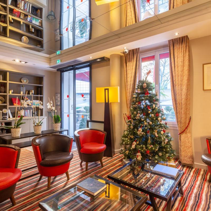 Hotel Pavillon Bastille - Lobby at Christmas